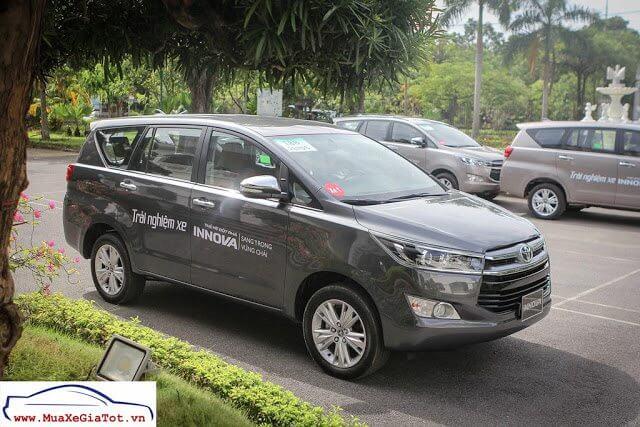 Gia Xe Toyota Innova 2018 20V 2 So sánh xe 7 chỗ Toyota Innova và Chevrolet Captiva
