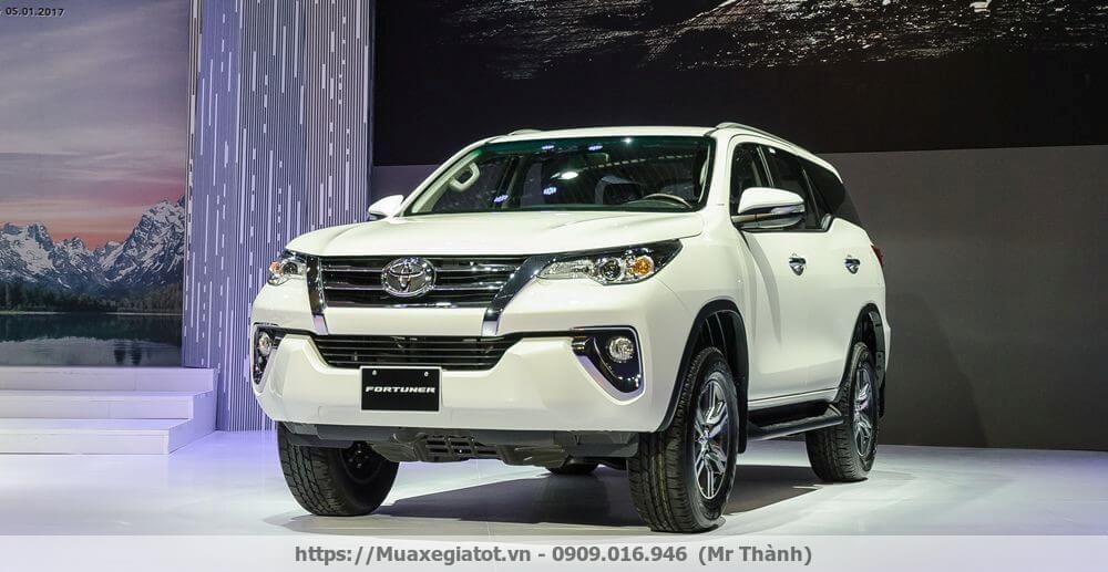 Toyota Fortuner 2017 màu trắng