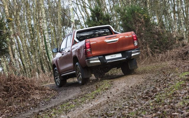 duoi xe Toyota Hilux 2019