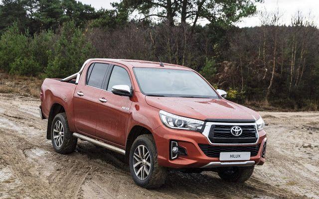 than phai xe Toyota Hilux 2019
