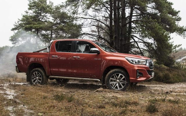 than xe Toyota Hilux 2019
