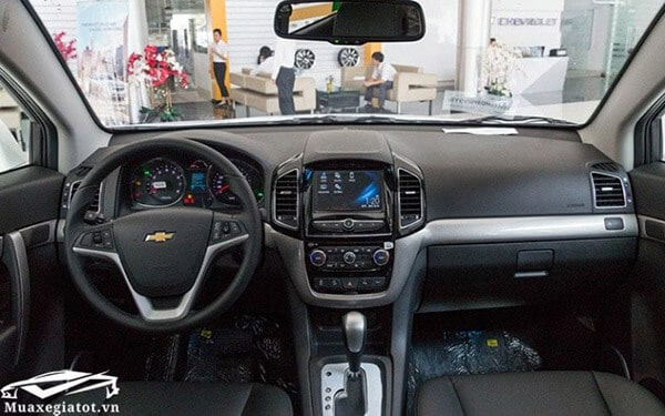 Chevrolet Captiva Revv 2017 2018 tien nghi muaxegiatot vn 768x480 So sánh xe 7 chỗ Toyota Innova và Chevrolet Captiva