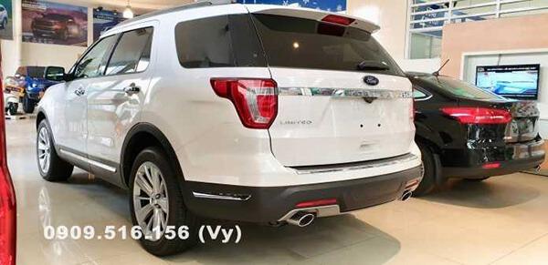 duoi xe ford explorer 2019 muaxenhanh vn So sánh Toyota Prado 2021 và Ford Explorer 2021
