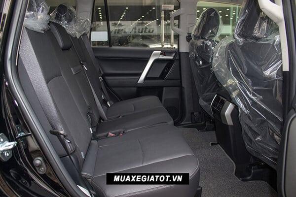 ghe thu hai toyota prado 2019 muaxegiatot vn 24 So sánh Toyota Prado 2021 và Ford Explorer 2021
