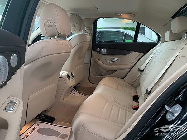 hang ghe sau xe mercedes c200 exclusive 2019 muaxegiatot vn 7 Đánh giá xe Mercedes C200 Exclusive 2021 kèm giá bán khuyến mãi #1