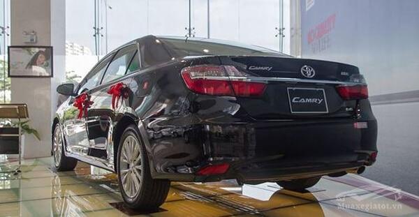 duoi xe toyota camry 2019 25q reviewnhanh vn 1 Đánh giá xe Toyota Camry 2019 lắp ráp Việt Nam