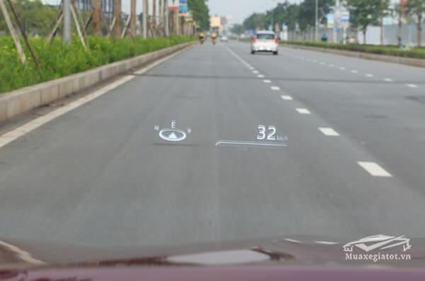 Xe trang bị HUD (hiển thị thông tin trên kính lái) cùng nhiều công nghệ an toàn khác. Toyota dự kiến ra mắt Camry mới vào 23/4 và xuất hiện tại đại lý từ 24/4, mức giá chưa tiết lộ.