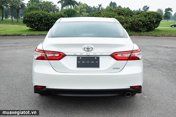 duoi-xe-toyota-camry-20g-2019-2020-muaxegiatot-vn-2