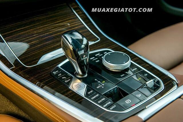 BMW X5 2020 sở hữu loại động cơ huyền thoại I6 3.0L với tăng áp 3.0 lít 6 xi-lanh thẳng hàng với công suất cực đại 340 mã lực và mô men xoắn cực đại là 450 Nm.