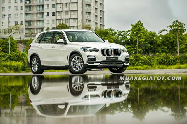 Xe SUV BMW X5 2020 bề thế hơn so với các đời trước: dài hơn 20mm, chiều rộng tăng thêm 66mm, cao hơn 19 mm và chiều dài cơ sở tăng thêm 36mm