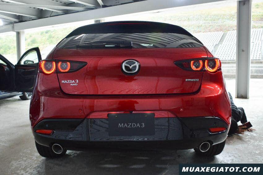 duoi xe mazda 3 2020 ra mat malaysia Xetot com 5 Đánh giá xe Mazda 3 2021 kèm giá bán khuyến mãi #1