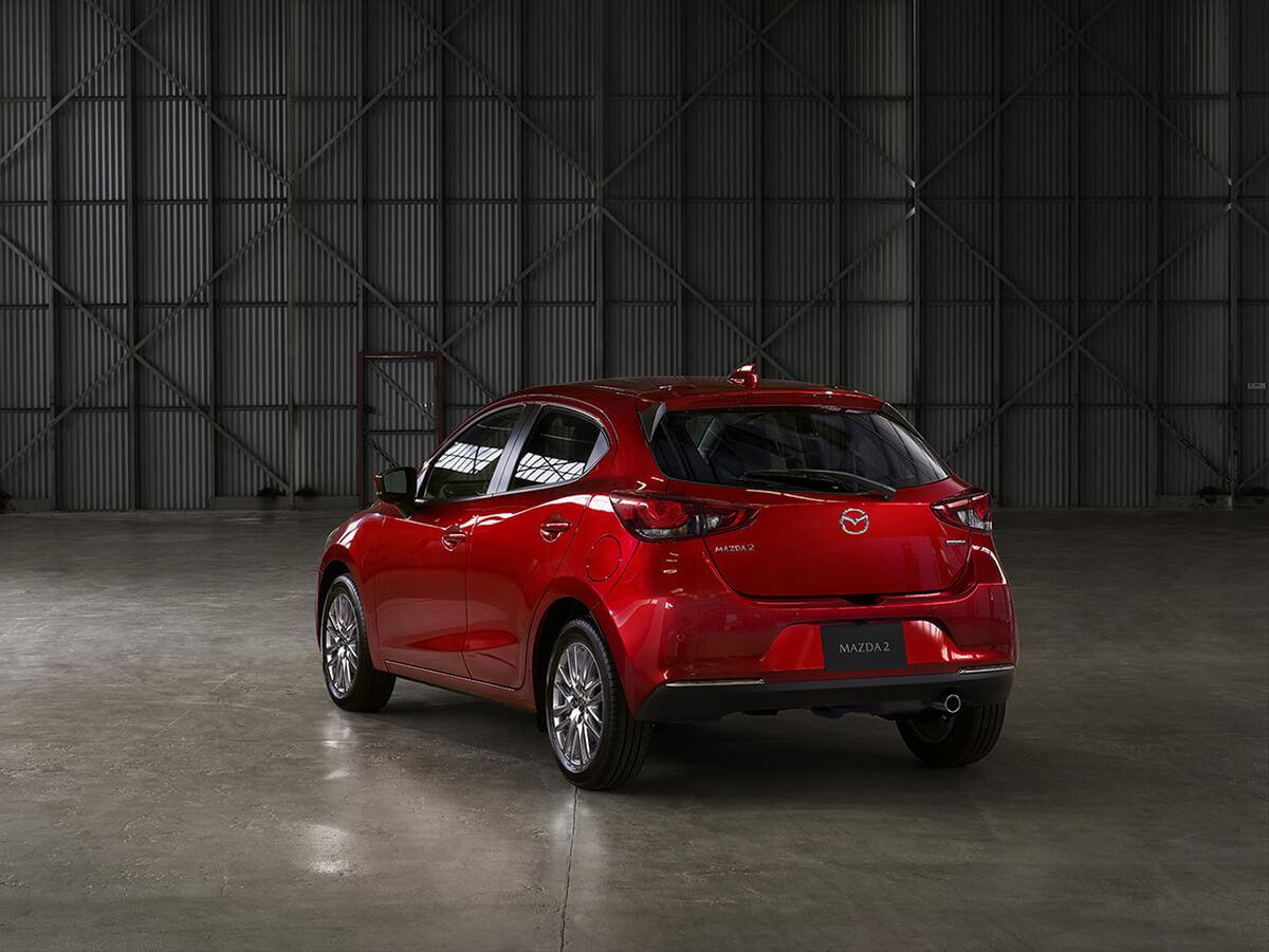 duoi xe mazda 2 2020 facelift muaxegiatot com Chi tiết xe Mazda 2 2021 Facelift, nhiều thay đổi đáng ghi nhận