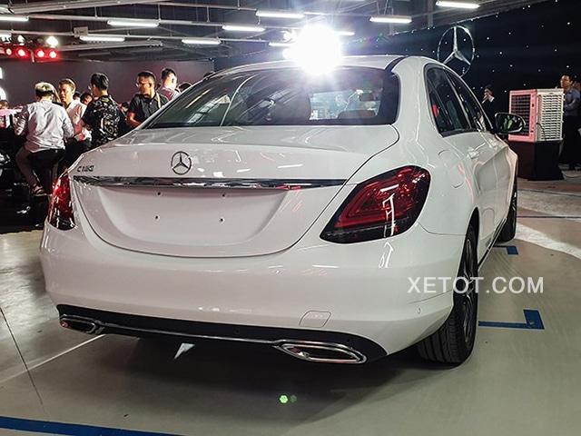 duoi xe mercedes c180 2020 xetot com Đánh giá xe Mercedes C180 2021, Có đáng để mong đợi?