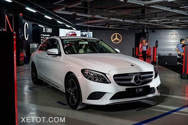 gia xe mercedes c180 2020 xetot com Đánh giá xe Mercedes C180 2021, Có đáng để mong đợi?