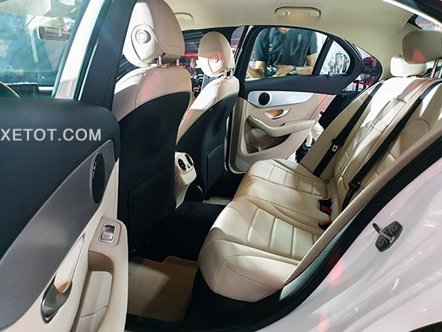 hang ghe sau mercedes c180 2020 xetot com Đánh giá xe Mercedes C180 2021, Có đáng để mong đợi?