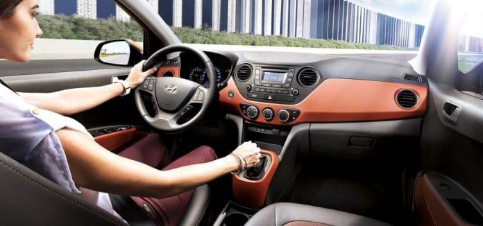 Noithat Xe Hyundai Grand I10 Sedan 2020 Muaxegiatot 1 696x326 1 Nên mua xe Hyundai Grand i10 Sedan 2021 hay Mitsubishi Attrage 2021