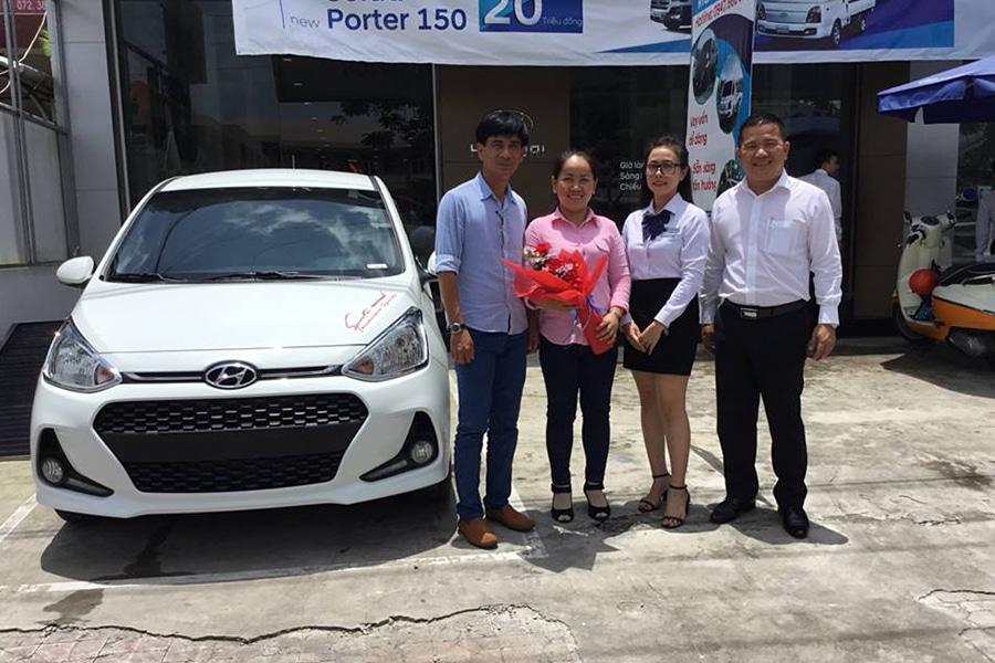 ban giao xe hyundai long an muaxegiatot vn Giới thiệu đại lý Hyundai Long An, Tân An - Long An