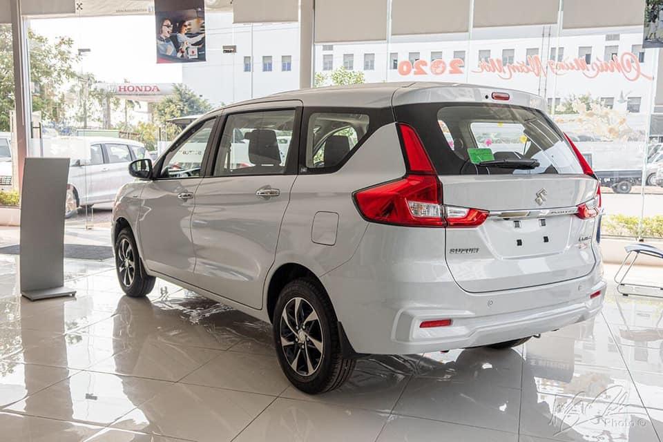 duoi xe suzuki ertiga sport 2020 2021 muaxegiatot vn Nên mua xe 7 chỗ Suzuki Ertiga hay 7 chỗ Suzuki XL7?