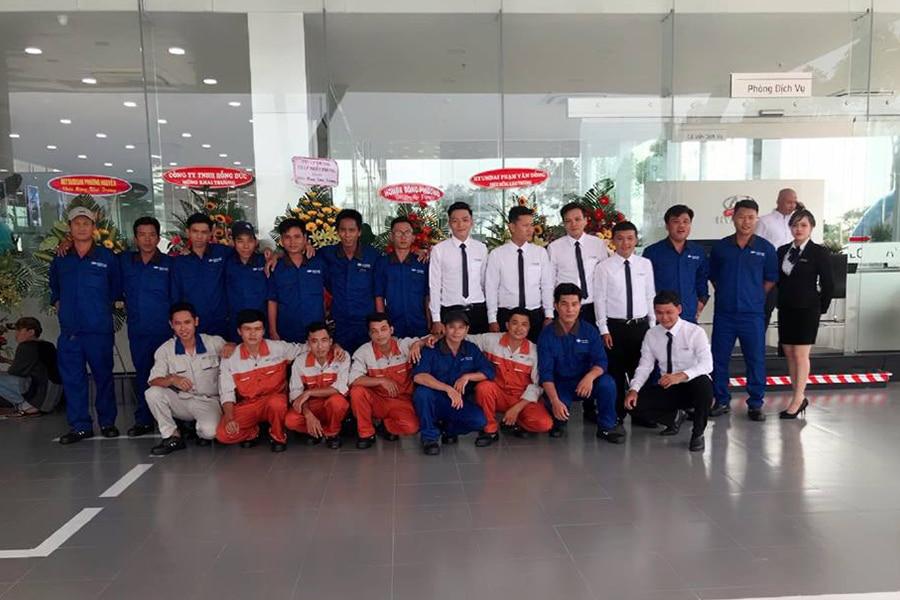 nhan vien hyundai long an muaxegiatot vn Giới thiệu đại lý Hyundai Long An, Tân An - Long An