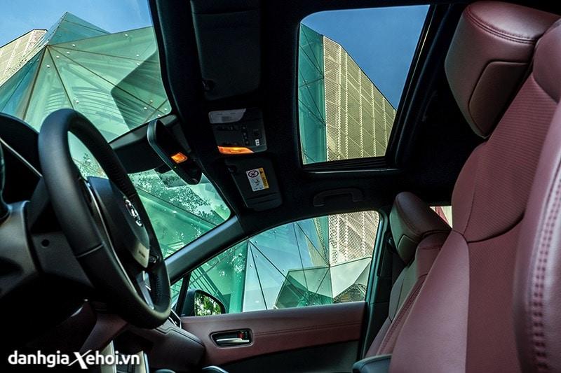 Cua-so-troi-Toyota-Corolla-Cross-2020-2021-1-8V-truecar-vn-2