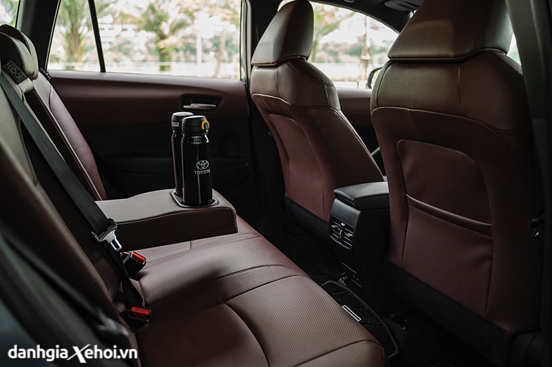 Hang-ghe-thu-2-co-cua-gio-Toyota-Corolla-Cross-2020-2021-1-8V-truecar-vn-2