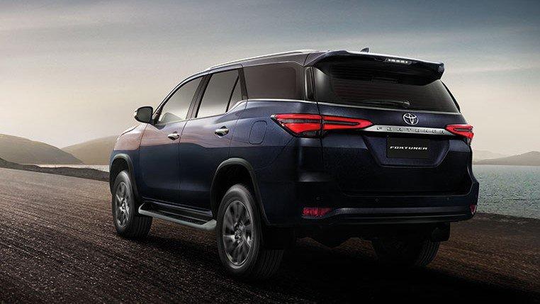 2 bien the xe toyota fortuner 2021 truecar vn Đánh giá xe Toyota Fortuner 2021 - Sứ mệnh chinh phục ngôi vương SUV 7 chỗ