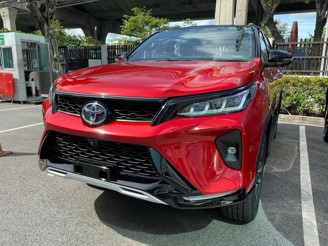 dau xe toyota fortuner legeder 2021 truecar vn Đánh giá xe Toyota Fortuner 2021 - Sứ mệnh chinh phục ngôi vương SUV 7 chỗ