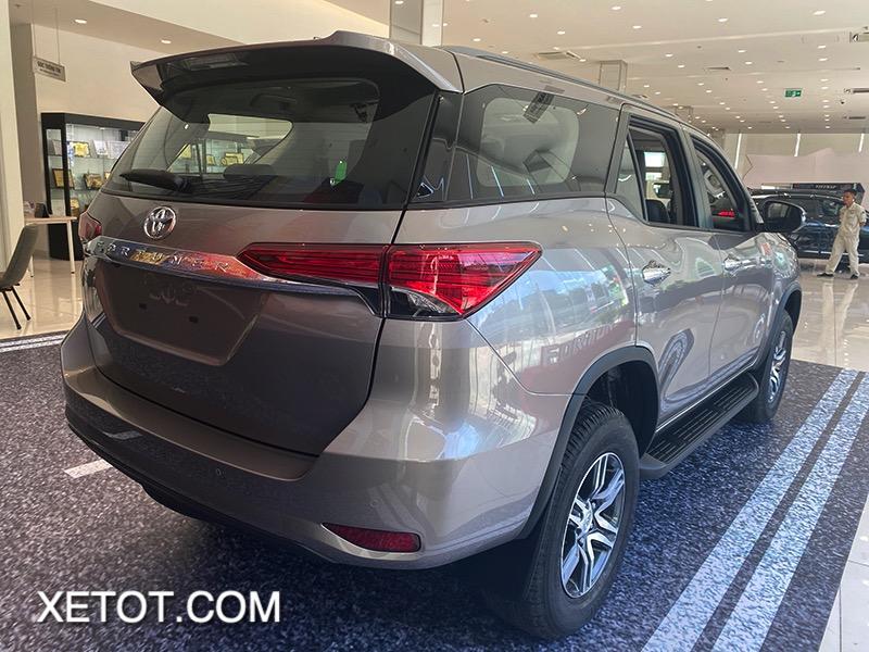 den hau toyota fortuner 2021 toyota tan cang truecar vn 2 1 Đánh giá xe Toyota Fortuner 2021 - Sứ mệnh chinh phục ngôi vương SUV 7 chỗ
