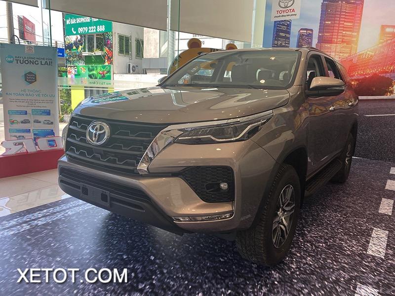 gia xe toyota fortuner 2021 toyota tan cang truecar vn 3 1 Đánh giá xe Toyota Fortuner 2021 - Sứ mệnh chinh phục ngôi vương SUV 7 chỗ