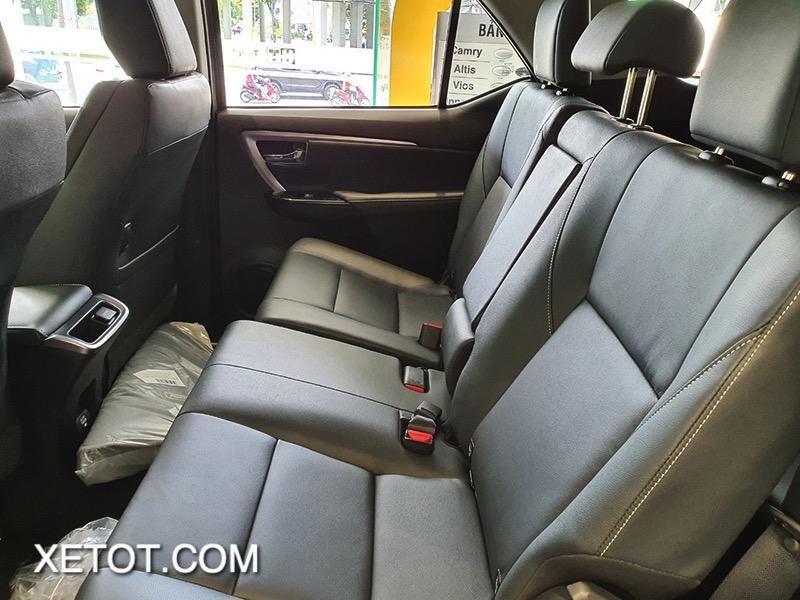 hang ghe sau toyota fortuner 2021 toyota tan cang truecar vn 9 1 Đánh giá xe Toyota Fortuner 2021 - Sứ mệnh chinh phục ngôi vương SUV 7 chỗ