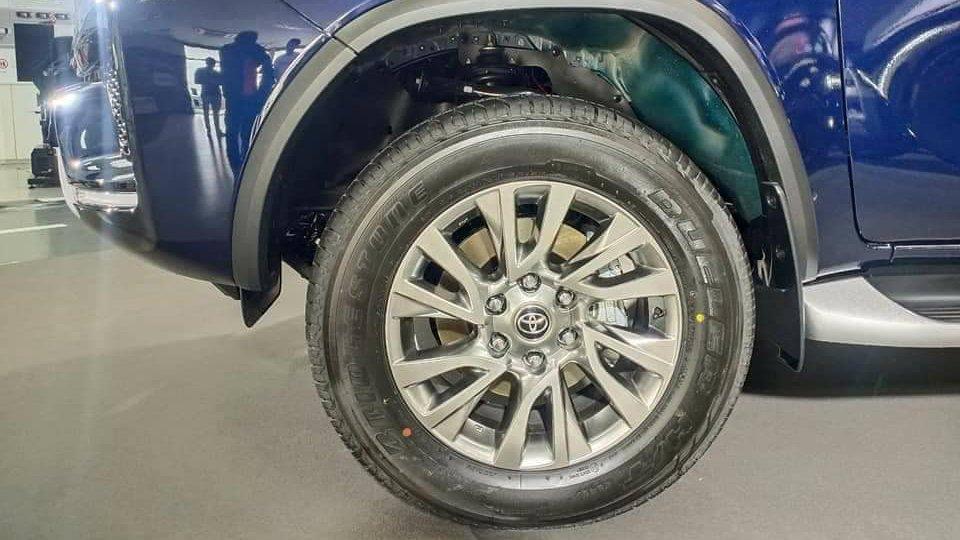 mam xe toyota fortuner 2021 truecar vn Đánh giá xe Toyota Fortuner 2021 - Sứ mệnh chinh phục ngôi vương SUV 7 chỗ