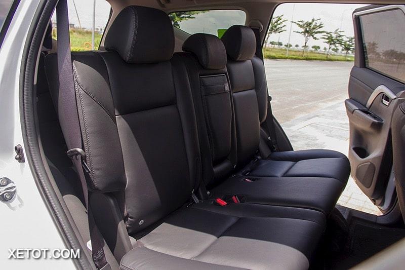 hang ghe thu 2 xe mitsubishi pajero sport 2020 2021 xetot com blog Đánh giá xe Mitsubishi Pajero Sport 2021 giá từ 1,11 tỷ đồng