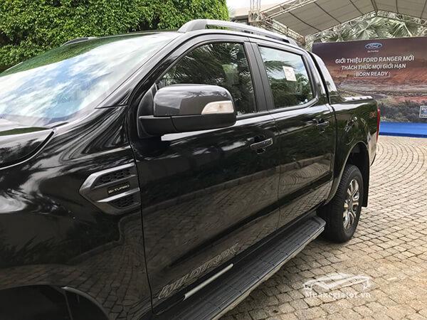 guong chieu hau ford ranger wildtrak 2 0 bi turbo 2021 truecar vn Đánh giá xe bán tải Ford Ranger 2021 - Ông vua phân khúc bán tải tại Việt Nam