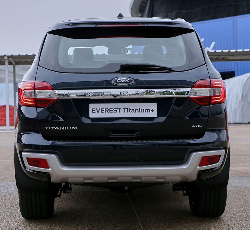 duoi xe ford everest 2021 thailan muaxegiatot vn Giới thiệu các phiên bản Ford Everest Titanium 2021 bán tại Việt Nam