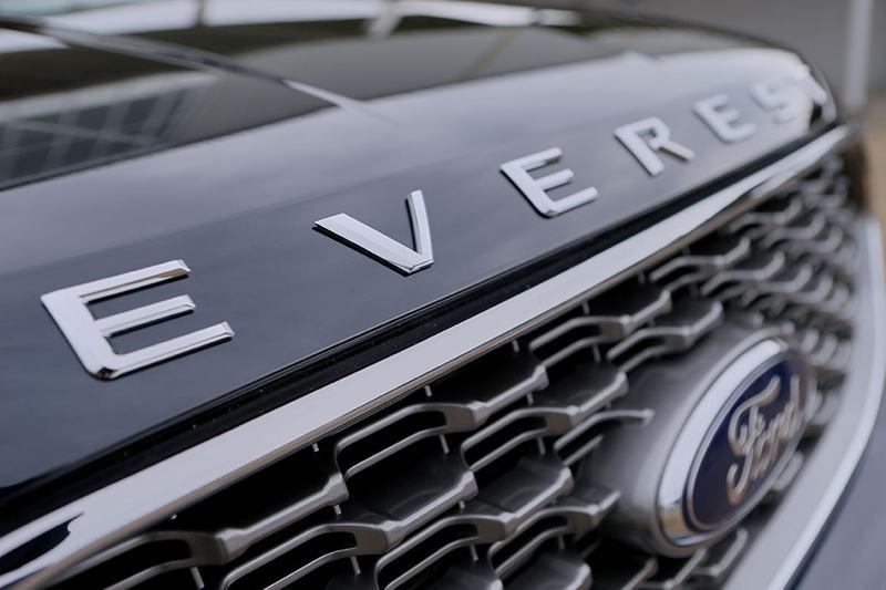 mat galang ford everest 2021 thailan muaxegiatot vn Giới thiệu các phiên bản Ford Everest Titanium 2021 bán tại Việt Nam