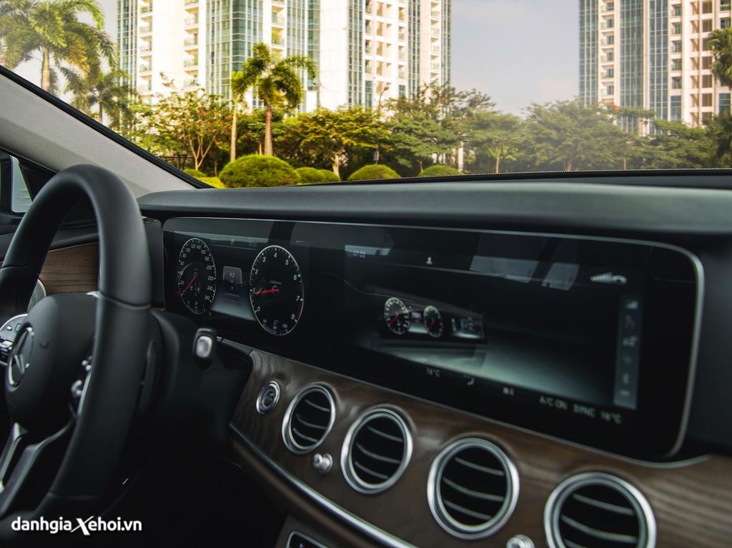 DVD xe Mercedes E200 Exclusive 2022 danhgiaxehoi vn 1024x767 1 Đánh giá xe Mercedes E200 Exclusive 2022: Phiên bản thay thế cực chất lượng cho E200 Sport