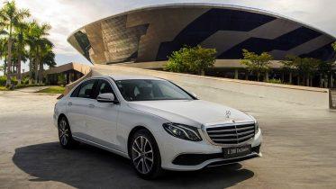 Danh gia xe Mercedes E200 Exclusive 2022 danhgiaxehoi vn 1024x683 678710 1024x683 1 373x210 Đánh giá xe Mercedes E200 Exclusive 2022: Phiên bản thay thế cực chất lượng cho E200 Sport
