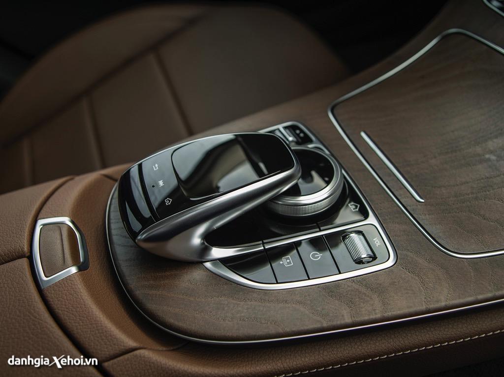 Dieu khien trung tam Mercedes E200 Exclusive 2022 danhgiaxehoi vn 1024x767 1 Đánh giá xe Mercedes E200 Exclusive 2022: Phiên bản thay thế cực chất lượng cho E200 Sport