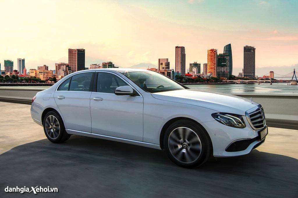 Than xe Mercedes E200 Exclusive 2022 danhgiaxehoi vn 1024x683 1 Đánh giá xe Mercedes E200 Exclusive 2022: Phiên bản thay thế cực chất lượng cho E200 Sport