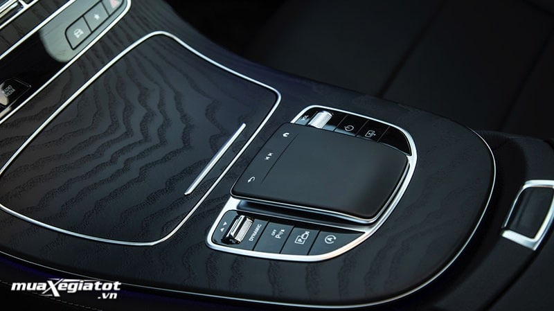 ban di cam ung mercedes benz e300 amg 2021 2022 muaxegiatot vn Đánh giá xe Mercedes E300 AMG 2022: Xứng đáng là phiên bản cao cấp nhất dòng E-Class