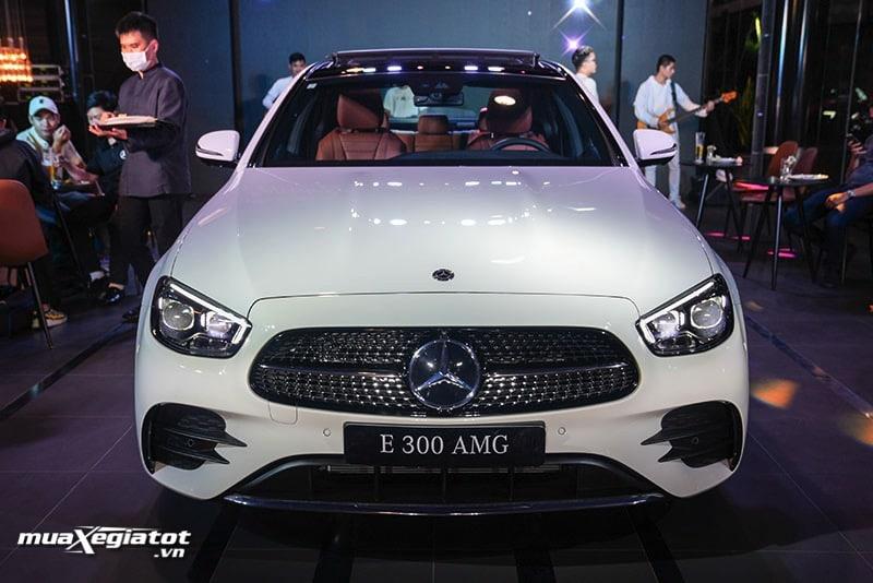 dau xe mercedes benz e300 amg 2021 2022 muaxegiatot vn Đánh giá xe Mercedes E300 AMG 2022: Xứng đáng là phiên bản cao cấp nhất dòng E-Class