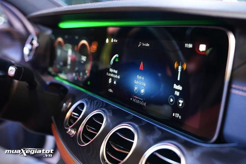 dvd dinh vi xe mercedes benz e300 amg 2021 2022 muaxegiatot vn Đánh giá xe Mercedes E300 AMG 2022: Xứng đáng là phiên bản cao cấp nhất dòng E-Class