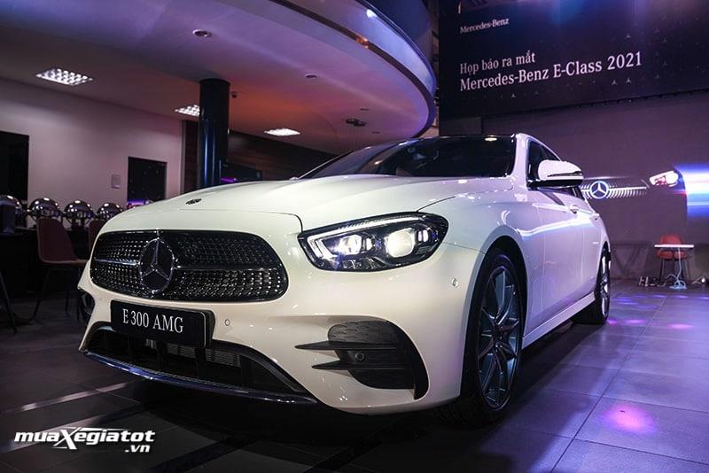 gia xe mercedes benz e300 amg 2021 2022 muaxegiatot vn Đánh giá xe Mercedes E300 AMG 2022: Xứng đáng là phiên bản cao cấp nhất dòng E-Class