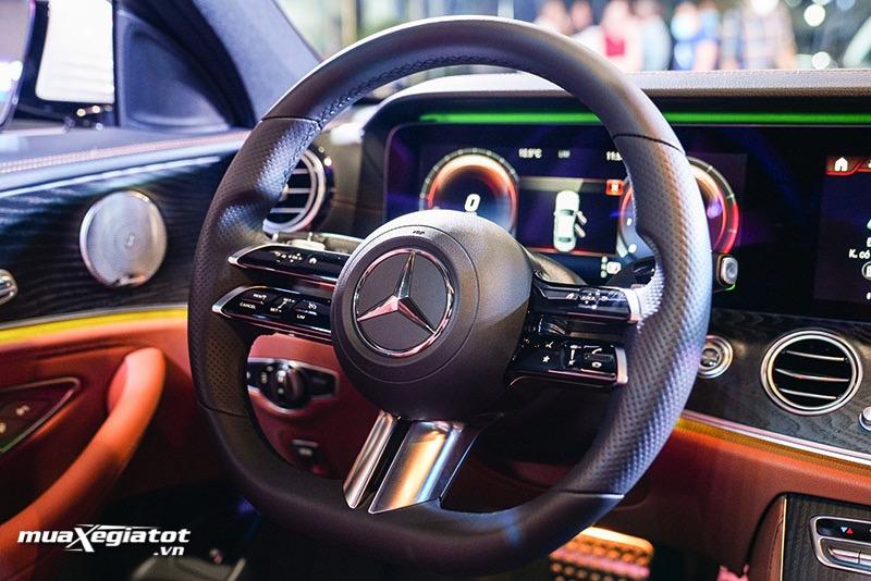 vo lang xe mercedes benz e300 amg 2021 2022 muaxegiatot vn Đánh giá xe Mercedes E300 AMG 2022: Xứng đáng là phiên bản cao cấp nhất dòng E-Class