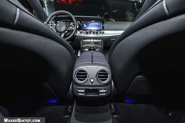 cua gio dieu hoa mercedes benz e200 sport 2020 muaxegiatot com Đánh giá xe Mercedes E200 Sport 2021 - Giá cả phải chăng