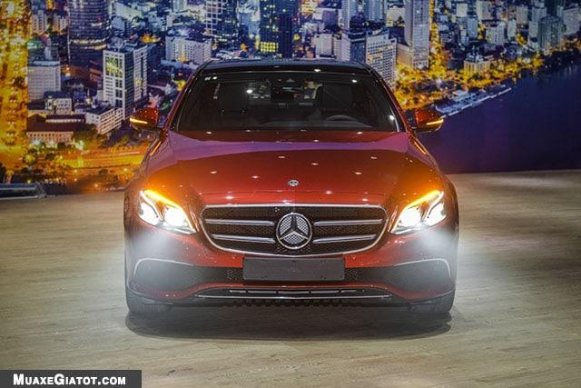 den pha mercedes benz e200 sport 2020 muaxegiatot com Đánh giá xe Mercedes E200 Sport 2021 - Giá cả phải chăng