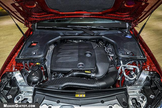 dong co xe mercedes benz e200 sport 2020 muaxegiatot com Đánh giá xe Mercedes E200 Sport 2021 - Giá cả phải chăng