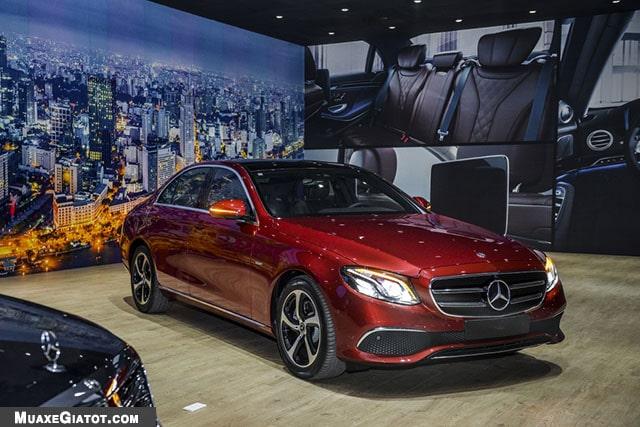 gia xe mercedes benz e200 sport 2020 muaxegiatot com Đánh giá xe Mercedes E200 Sport 2021 - Giá cả phải chăng