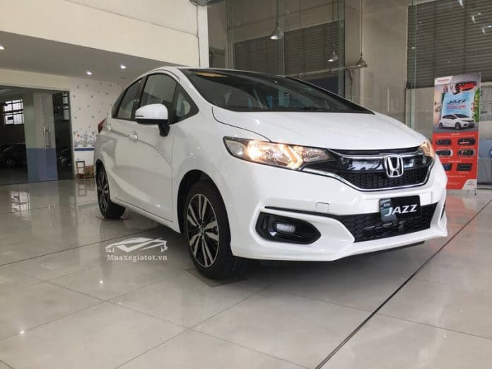 honda jazz 15cvt vx 2020 den xe truoc muaxegiatot com 696x522 1 Đánh giá xe Honda Jazz 2021 - Thiết kế trẻ trung, kích thước nhỏ gọn