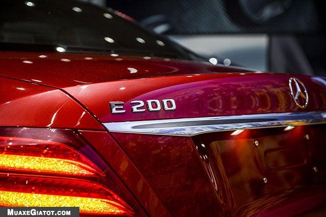 logo sau mercedes benz e200 sport 2020 muaxegiatot com Đánh giá xe Mercedes E200 Sport 2021 - Giá cả phải chăng